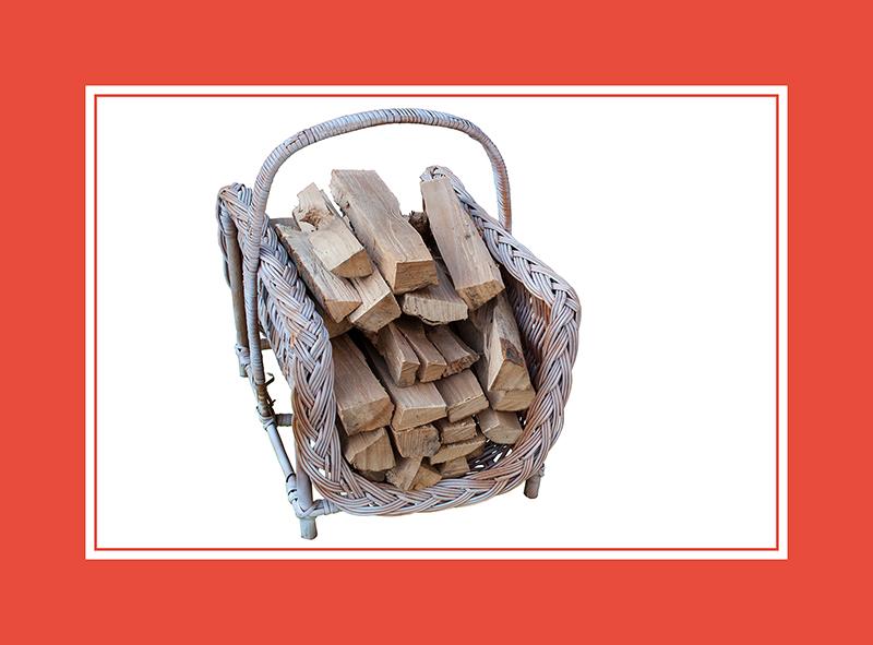 Holzaufbewahrung. Der massive Holzkorb