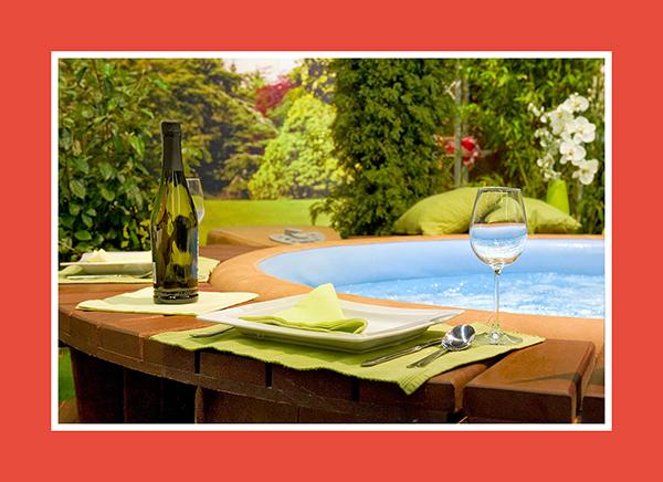 Entspannung im Wasser - Jacuzzi mit Tisch