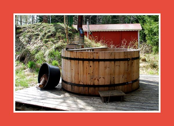 Rustikaler Jacuzzi aus Holz