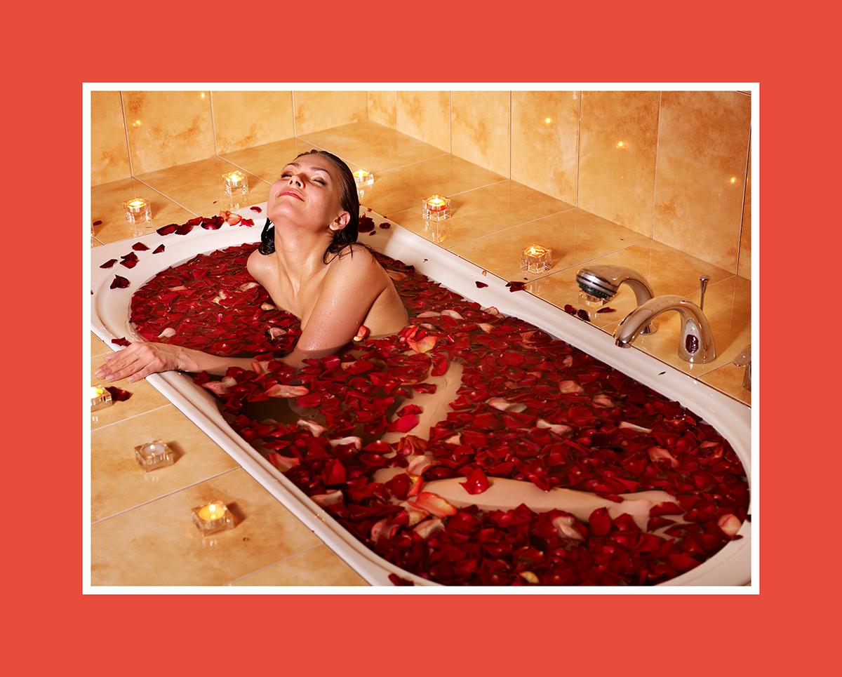 Romantische Sauna: Die Wanne mit Rosen